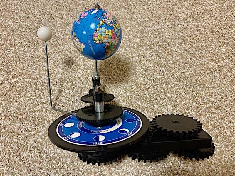 三球儀の地球・月