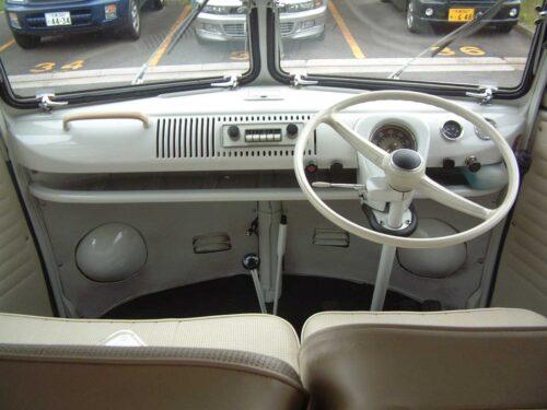 ワーゲンバスの運転席