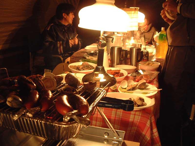 河津七滝オートキャンプ場での夕食の様子
