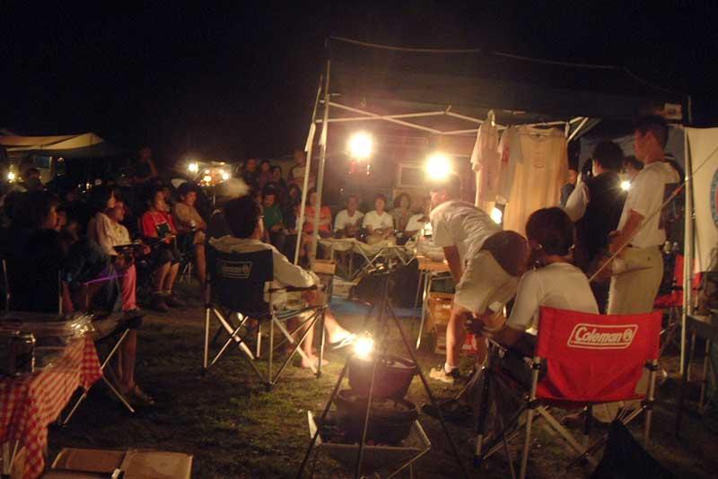 2004年キャンプモービルクラブ「ならここ」キャンプでのオークションの写真